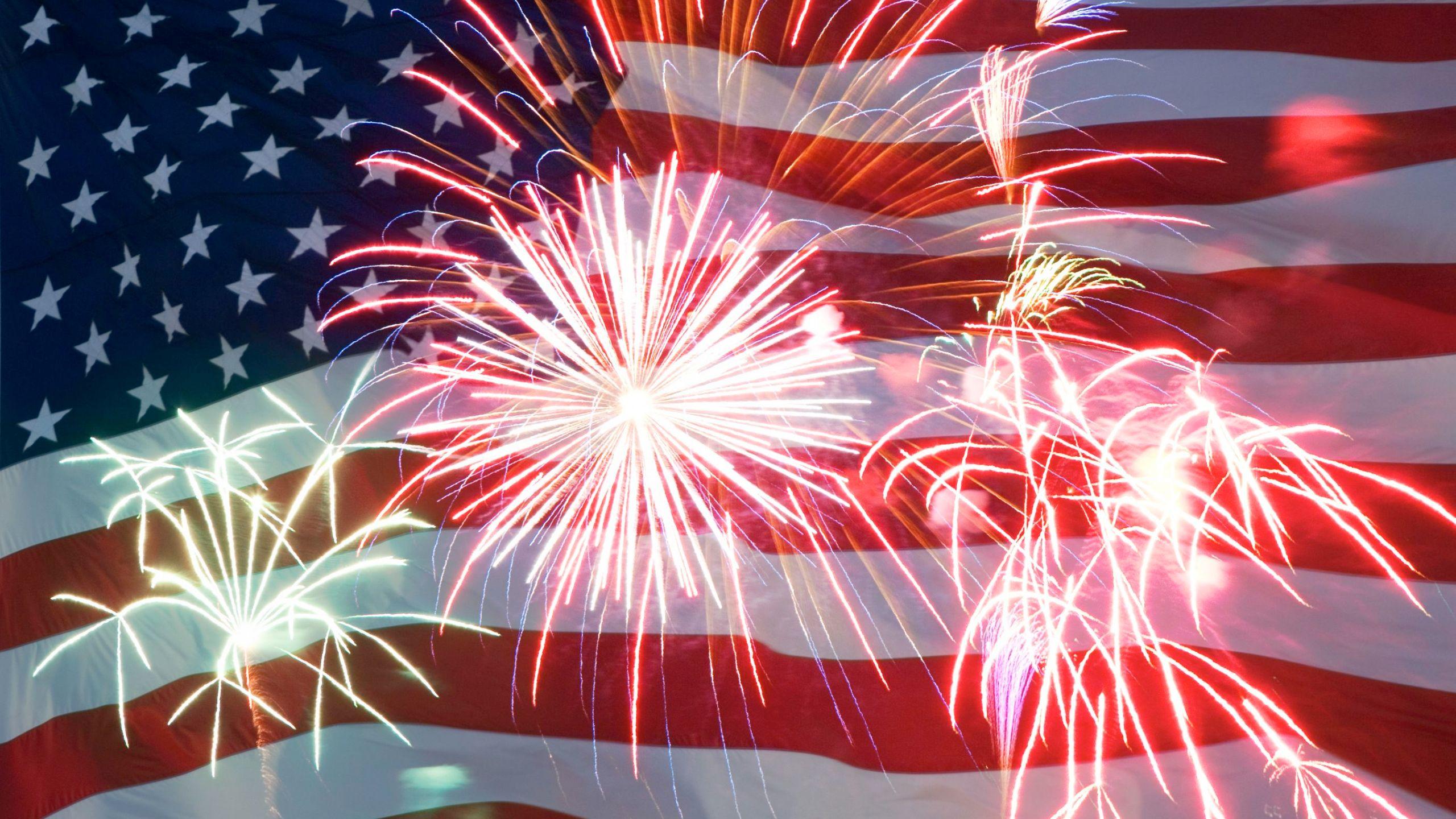 flag-fireworks1_268409