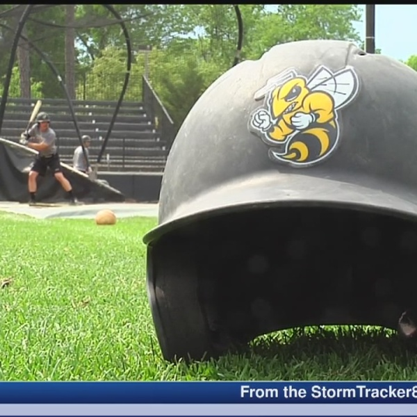 Randolph-Macon buzzing atop D-III baseball ranks