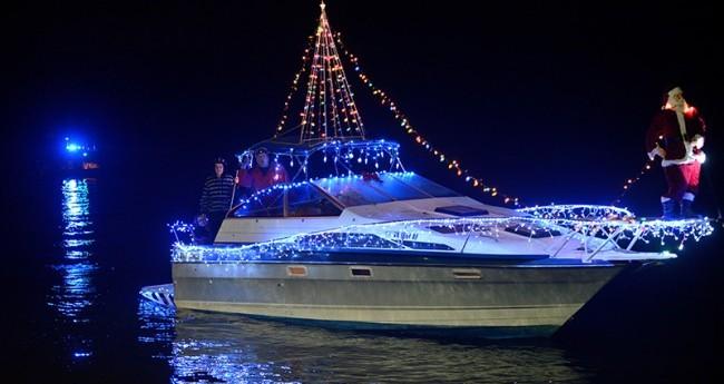 hopewell boat parade2_1543524478902.jpg.jpg