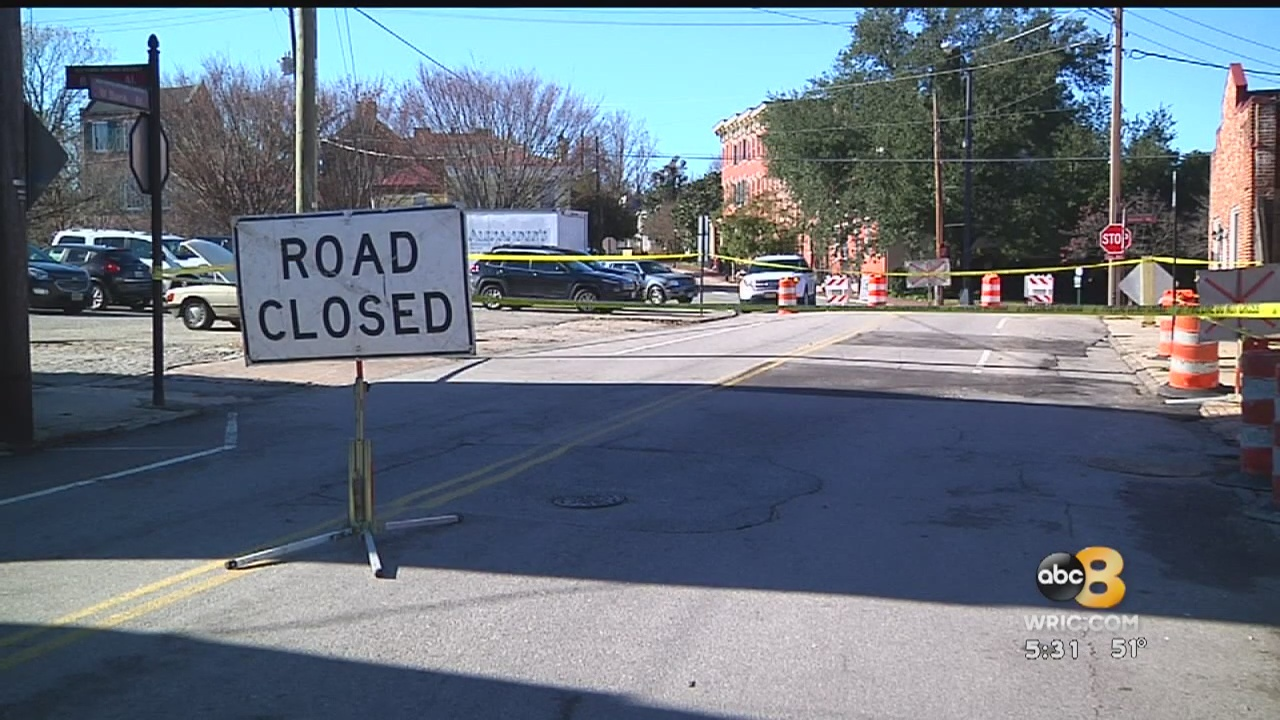 An old building in Petersburg partially collapsed on Sunday, leaving some in fear that more could fall at any moment.