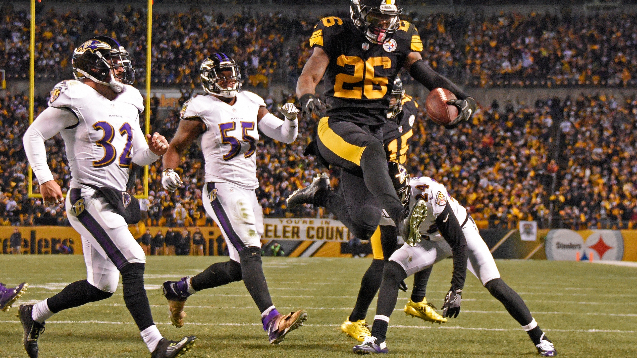 Steelers_Bell_Football_52118-159532.jpg50152631