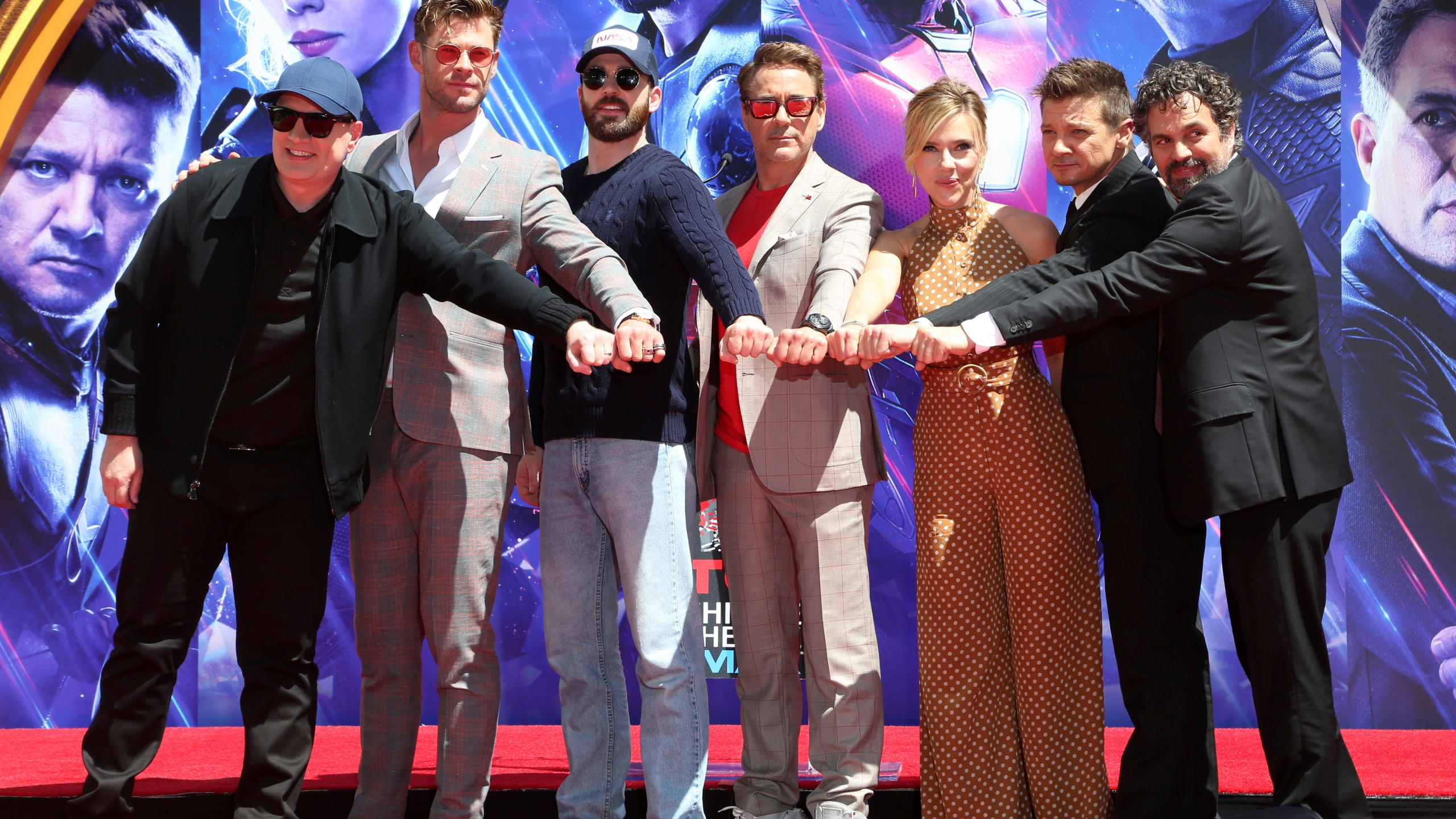 The_Cast_of__Avengers__End_Game__Hand_and_Footprint_Ceremony_76329-159532.jpg30859133