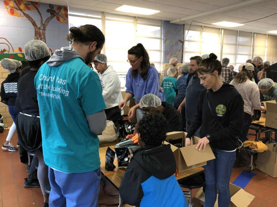 Locals Pack 10 000 Meals In 2 Hours To Feed Richmond