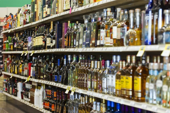 """Pandemic stress prompts spike in alcohol use; could you be a """"gray area"""" drinker?"""