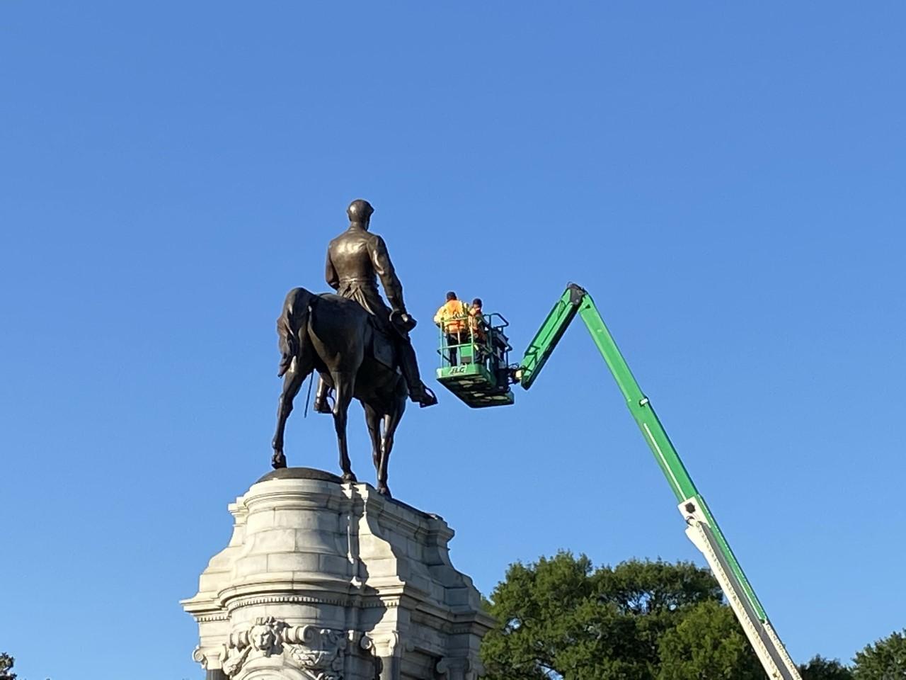 Robert E. Lee monument