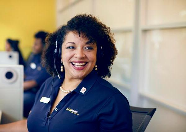 carmax hiring 200 employees
