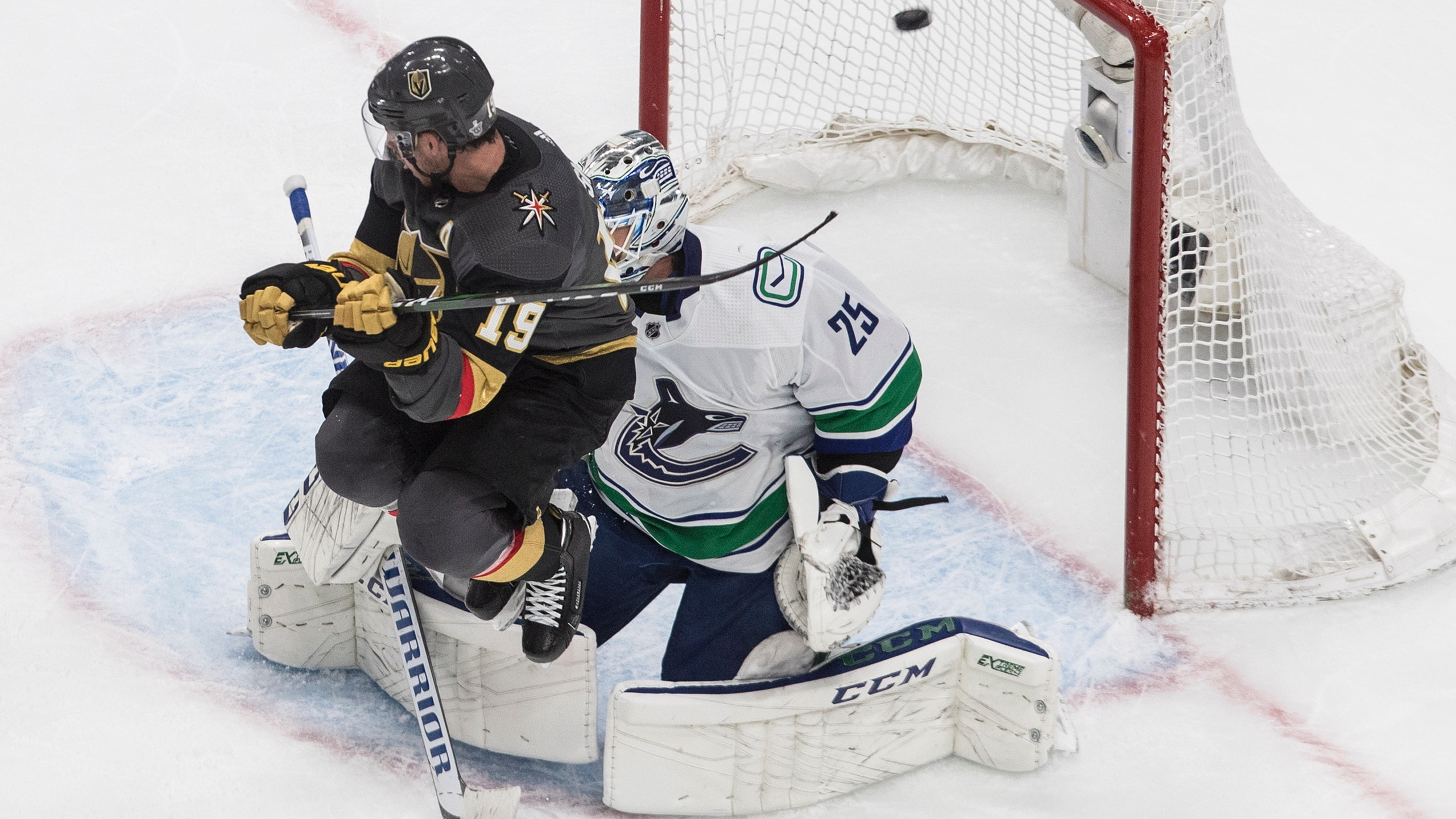 Canucks Cruise To 5 2 Win Over Vegas Even Series 1 1 8news