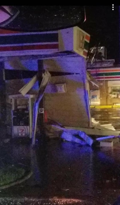 Storm damage at 7-11 in Courtland, Virginia