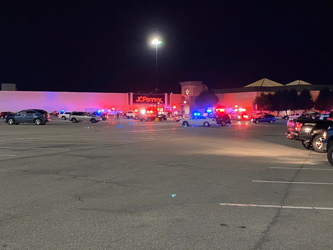 UPDATE: Police confirm one shot at Valley View Mall; search for shooter continues