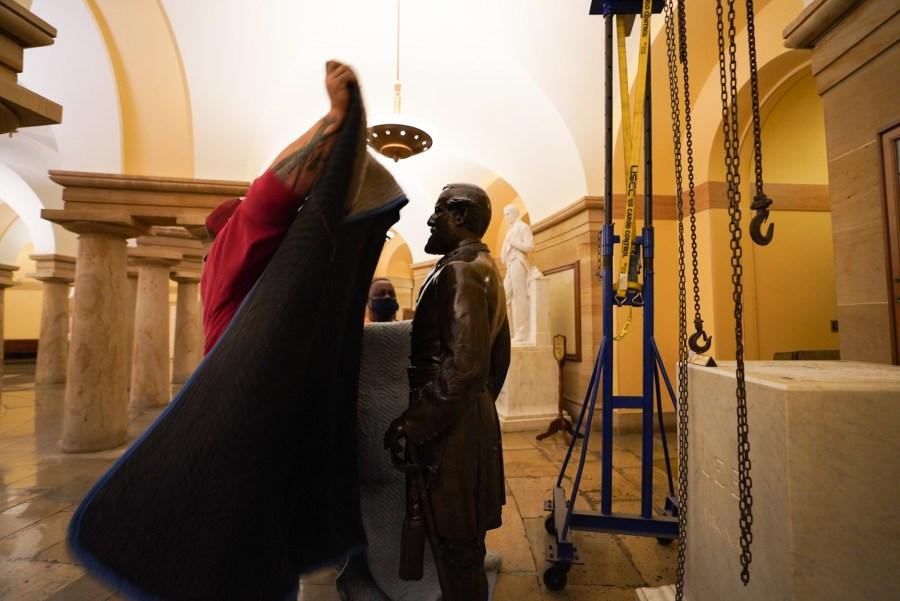 removal Robert E. Lee