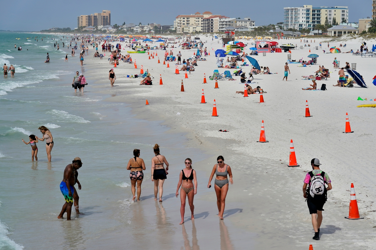 With spring break on the horizon, experts still advise against travel for fully vaccinated Americans