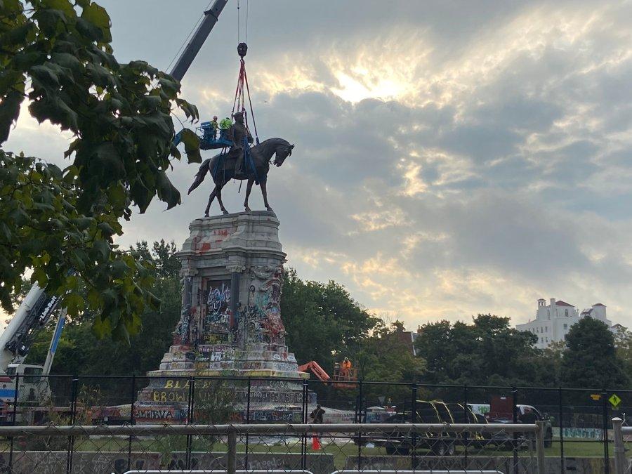 Robert E. Lee statue removal