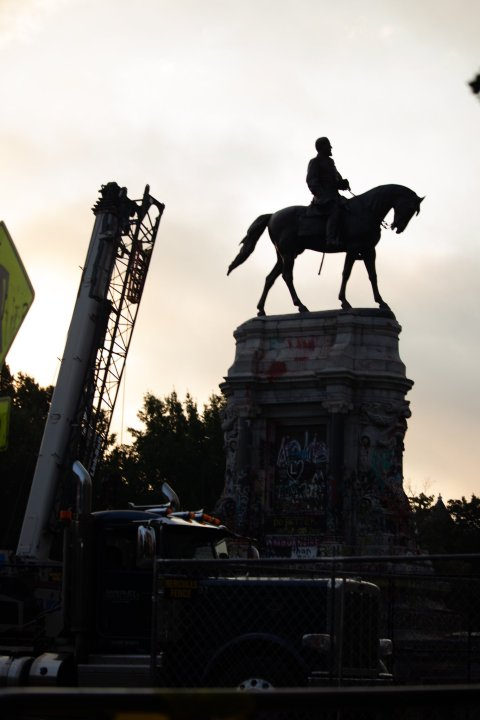 Robert E. Lee monument removal